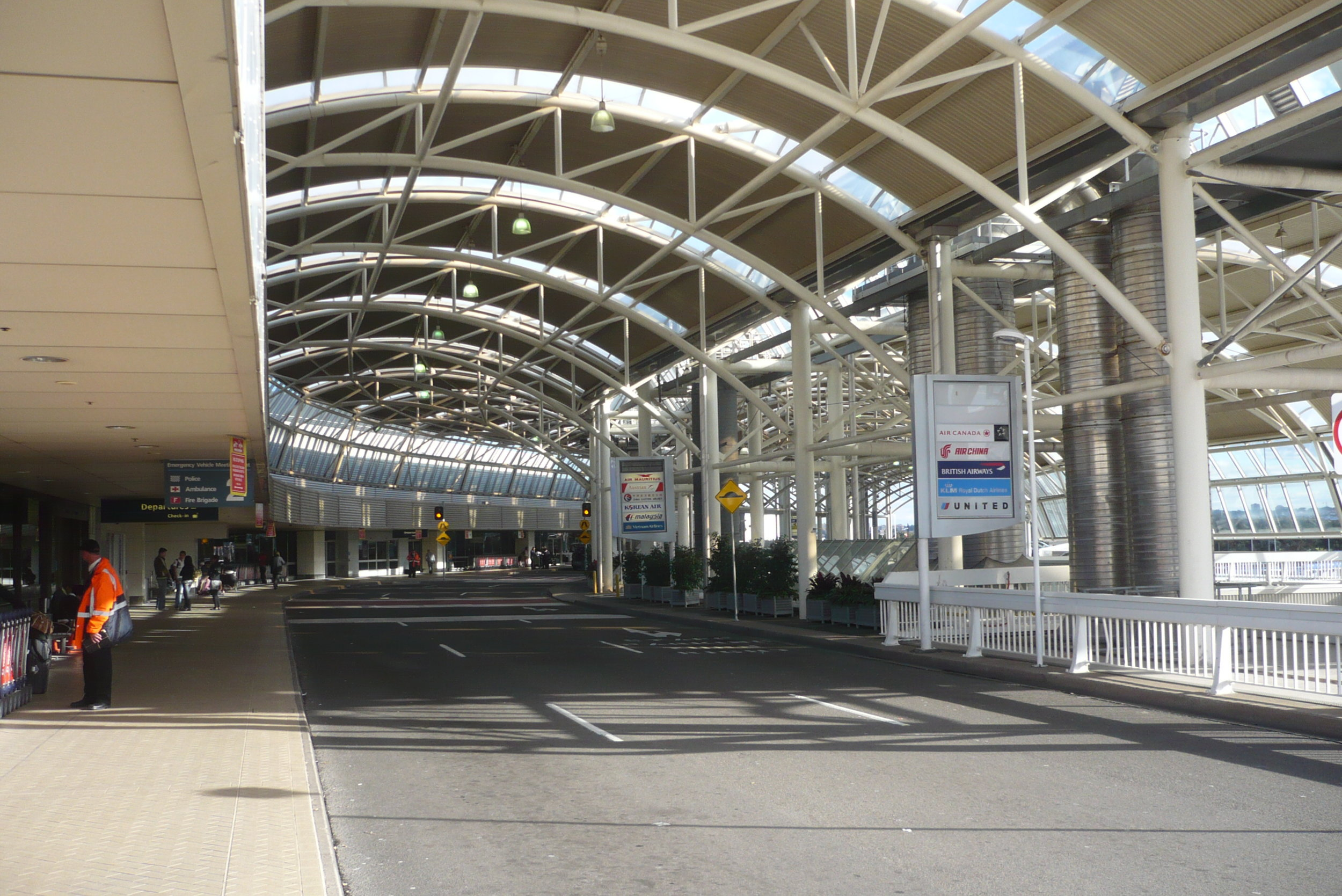 How to travel to Sydney Airport for $10 by Train